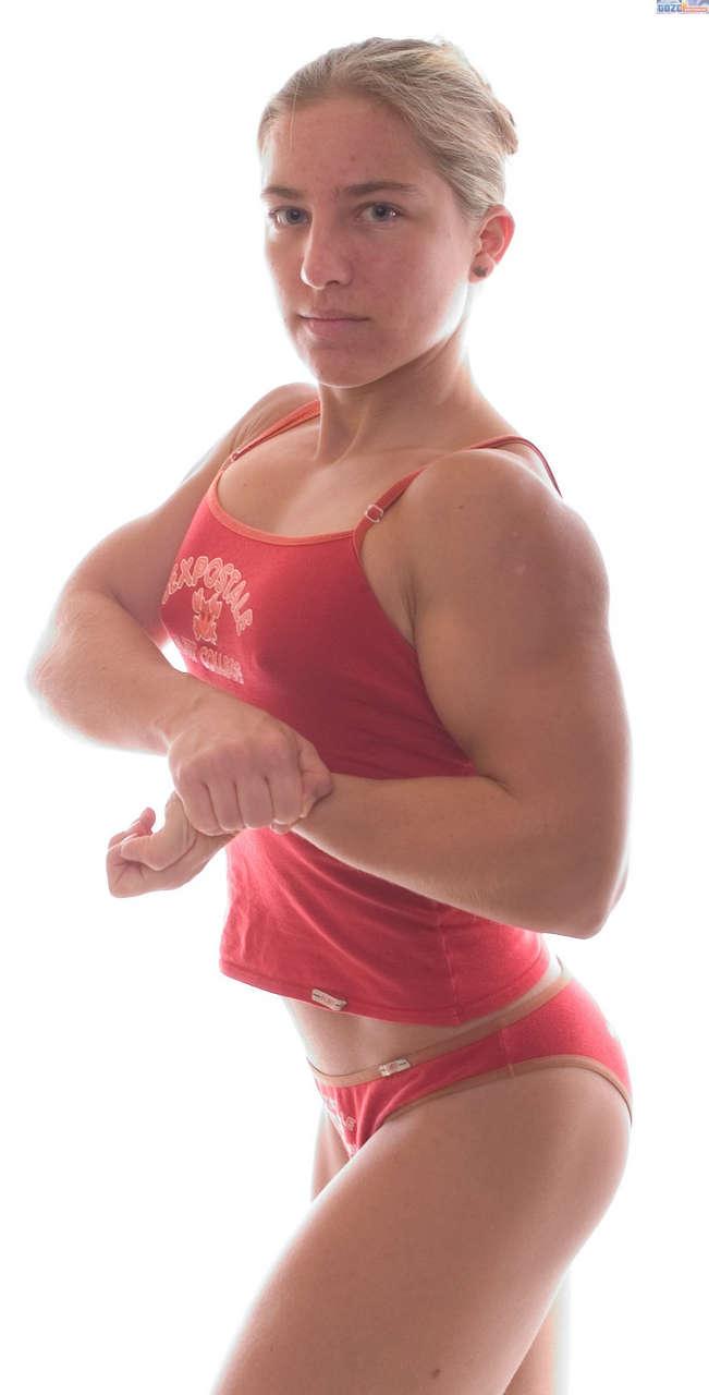 Petra Szebeni Muscles